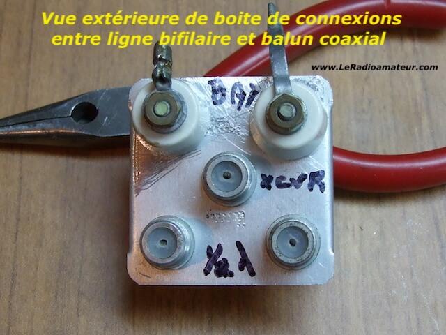 Boite de jonction entre ligne bifilaire et câble coaxial servant à protéger les connexions des intempéries. Vue extérieure.