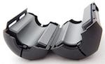 Étrier de ferrite servant à étrangler l'énergie RF parasitaire sur un câble coaxial