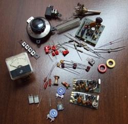 Pièces d'un kit électronique avant assemblage.