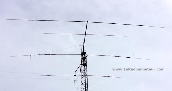 Antenne de radioamateur directionnelle de type yagi à trappes.
